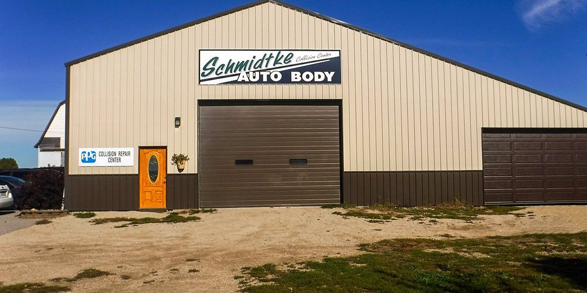 Exterior of Schmidtke Auto Body shop